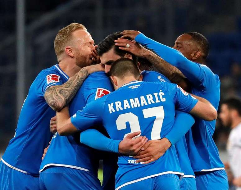 El Hoffenheim continúa en la pugna por Europa al vencer ante el Schalke 04. EFE