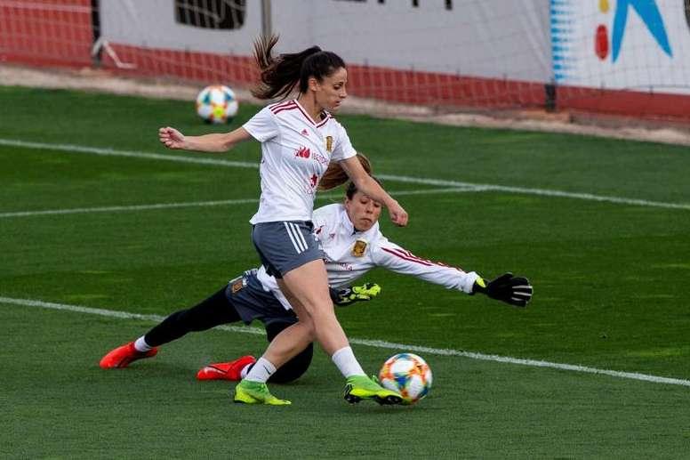 ¿Cristiano o Messi? Lola Gallardo lo tiene claro. EFE