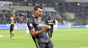 Mandzukic will have to accept a pay out if he is to move to Man Utd. EFE