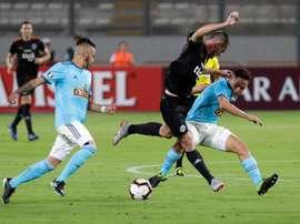 Olimpia se impuso por 0-3 a Sporting Cristal y se coloca líder. EFE