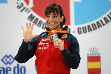La española Sandra Sánchez tras conseguir la medalla de oro en la categoría de kata individual de los Campeonatos de Europa de kárate. EFE