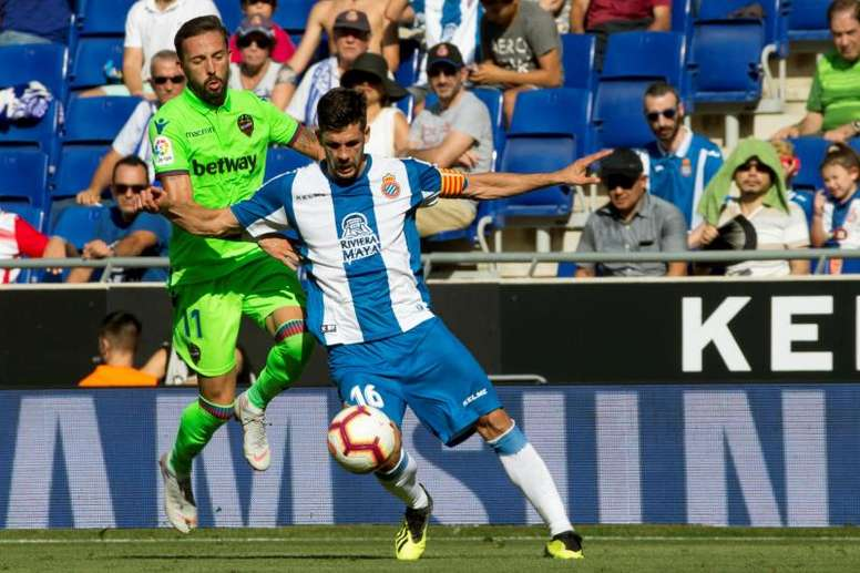Javi López (d) se mostró ilusionado con la participación del Espanyol en Europa League. EFE/Archivo