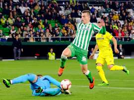 Tottenham have to hurry up and raise their offer if they want Betis' Lo Celso. EFE
