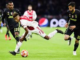 Liverpool are also looking to sign David Neres. EFE