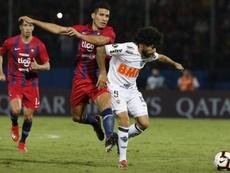 Goleada, liderato y problemas para Mineiro. EFE