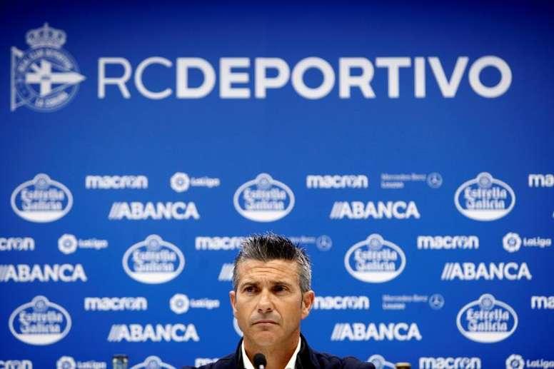 El Deportivo ha decidido prescindir de los servicios del técnico. EFE