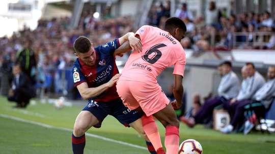 La défense du Barça contre Eibar aura une saveur française. EFE
