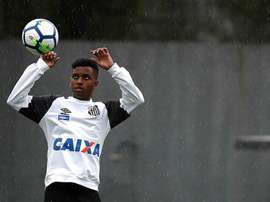 Rodrygo is itching to get a Real Madrid shirt on. EFE