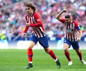Só Messi é melhor que Griezmann nas cobranças de falta. EFE