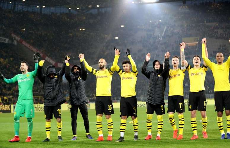 Borrussia Dortmund players celebrate a victory in front of their fans. EFE