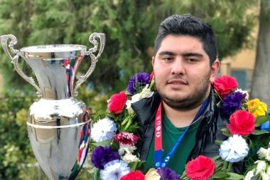 Fotografía facilitada por el entrevistado.-El campeón del mundo sub-20 de ajedrez, el iraní Parham Maghsoodloo, se ha convertido en una de las revelaciones del ajedrez internacional en 2018 y encabeza una pléyades de jóvenes jugadores, en categoría masculina y femenina, de este país que ha pasado de tener proscrito este deporte -con el Ayatolá Jomeini- a convertirse en una de las potencias mundiales. EFE/Parham Maghsoodloo