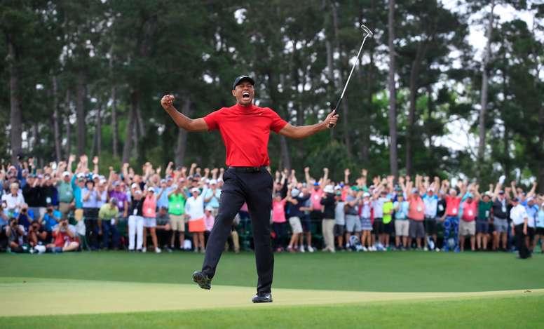 Tiger Woods celebra después de ganar el Torneo de Maestros 2019 en el Augusta National Golf Club en Augusta, Georgia, EE. UU., el 14 de abril de 2019. EFE