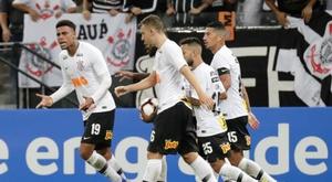 Vágner Love le da a Corinthians el tercer Paulista consecutivo. EFE/Archivo