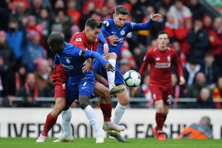 El Liverpool y el Chelsea estuvo plagado de rivalidad... también fuera del terreno de juego. EFE