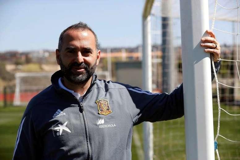 Pedro López dirige a la Sub 20 femenina. EFE