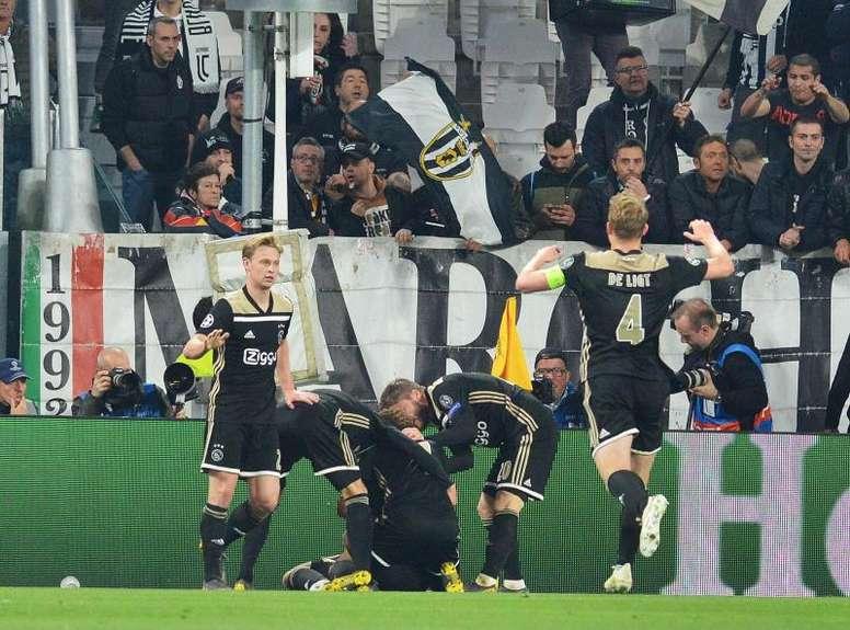 Ripresa spettacolare dell'Ajax. EFE