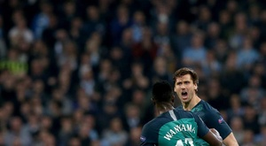 Llorente (R) is looking for a new club and Lazio could be his next destination. EFE