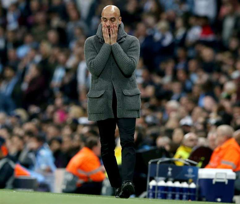 Gullit says Guardiola won the Champions League at Barca because of Messi. EFE