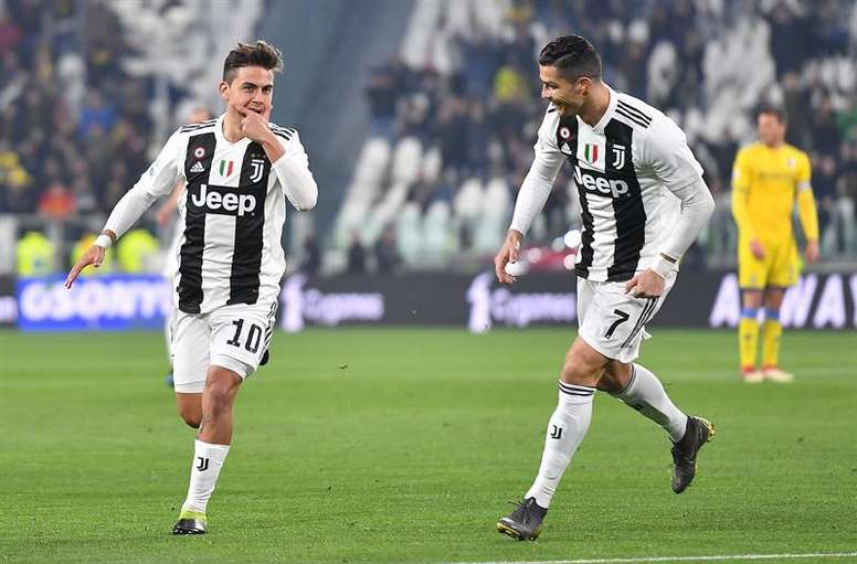 Dybala (L) was offered to Real Madrid, but the Spanish club were not interested in him. EFE/Archivo
