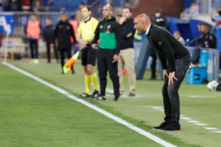 Cocu y Abelardo entran en las quinielas para entrenador del Betis. EFE