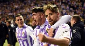 Míchel (d) seguirá al menos una temporada más en el Valladolid. EFE/Archivo