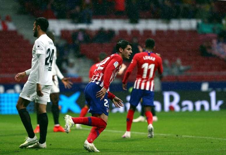 El Atleti, con la pólvora mojada, recibe a un Valencia hecho un polvorín. EFE