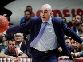 El entrenador del Valencia Basket, Jaume Ponsarnau, en el pabellón de la Fuente de San Luis. EFE/Archivo