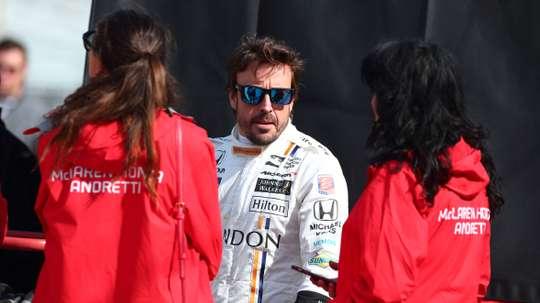 En la imagen, el piloto español Fernando Alonso (c). EFE/Archivo