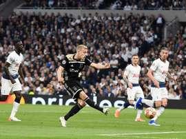 Donny van de Beek (2L) is wanted by Man Utd. EFE