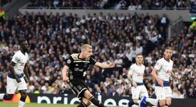 Donny van de Beek (2L) is wanted by Man Utd. EFE