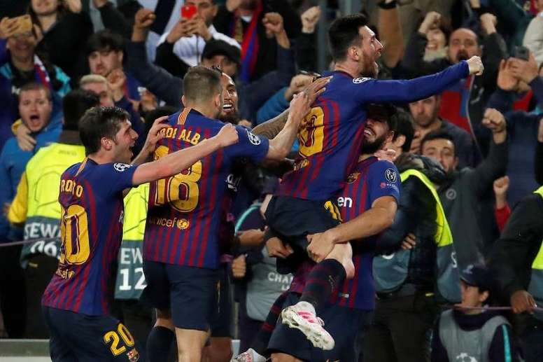 Lionel Messi after scoring last night at the Camp Nou. EFE