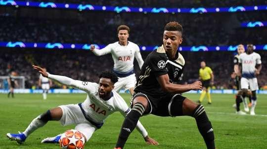 Manchester United prépare 50 millions pour Neres. EFE