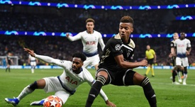 Neres has caught Chelsea's eye. EFE