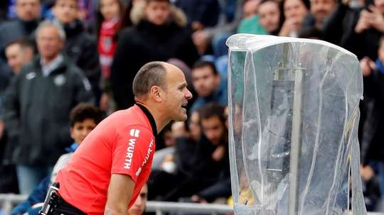 Doubts arise over new VAR contract. EFE