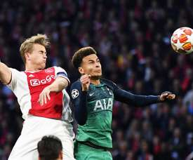 De Ligt's move to Barcelona is proving more difficult than initially thought. EFE