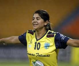 Las jugadoras colombianas, emocionadas ante la tercera Liga femenina. EFE