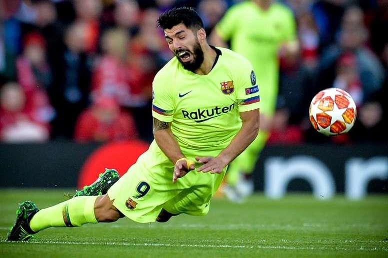 Suárez foi operado e pode perder a Copa América. EFE