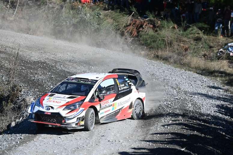 El piloto Ott Tanak del equipo Toyota Gazoo Racing compite en la segunda jornada del Rally de Chile 2019 este sábado en Concepción (Chile). EFE
