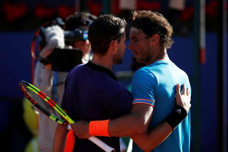 El tenista austríaco Dominic Thiem (i) junto al español Rafael Nadal (d) durante la semifinal del Open Banc Sabadell-Trofeo Conde de Godó. EFE/Archivo