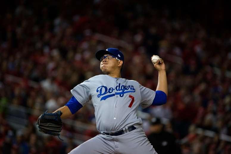 En la imagen, el lanzador mexicano Julio Urías, de los Dodgers de Los Angeles. EFE/Archivo
