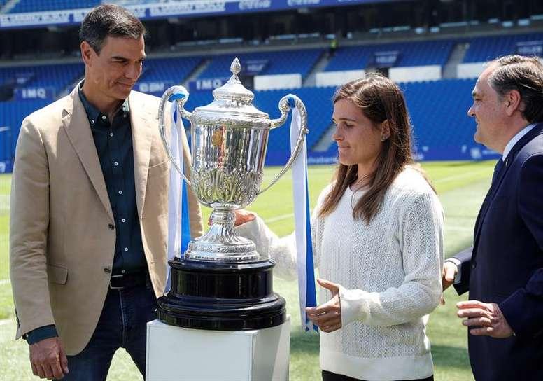 El presidente del Gobierno quiso felicitar a la Real Sociedad por la Copa de la Reina. EFE