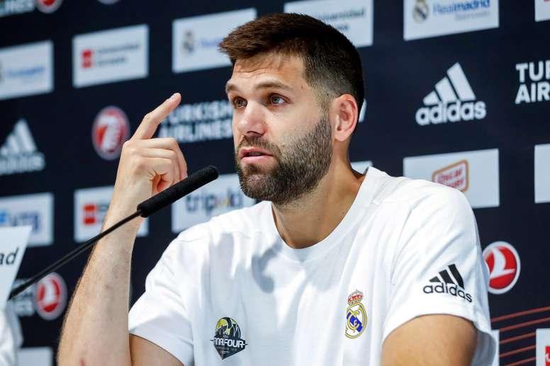 El capitán del Real Madrid, Felipe Reyes, durante la rueda de prensa que ofreció hoy tras el entrenamiento del equipo preparando la Final Four que se disputará en Vitoria. EFE