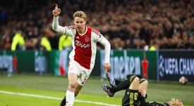 Le remplaçant de De Jong à l'Ajax n'y arrive pas. EFE