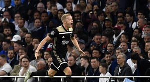 Van de Beek rejects Mourinho and picks Madrid. EFE