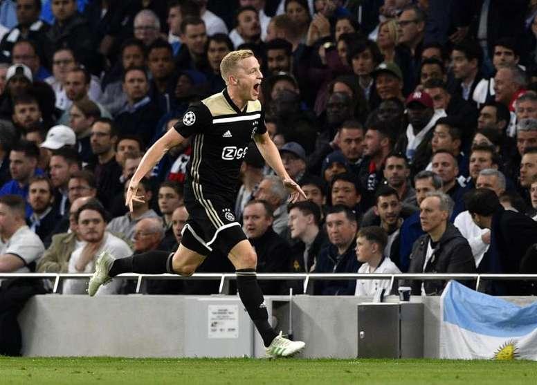 Real Madrid are still considering signing Van de Beek. EFE/Archivo