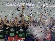 El San Carlos hizo historia ganando la liga un año después de ascender. EFE