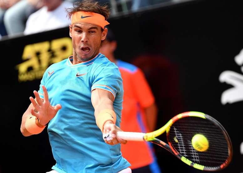 El español Rafa Nadal en acción durante el partido de cuartos de final del torneo de Roma que le enfrentó a su compatriota Fernando Verdasco, este viernes, en Roma, Italia. EFE