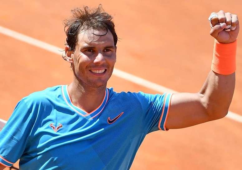 El español Rafa Nadal celebra su victoria ante Fernando Verdasco en el partido de cuartos de final del torneo de Roma que les enfrentó a ambos este viernes, en Roma, Italia. EFE