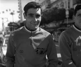 El ciclista español Luis Ocaña espera el inicio de la contrarreloj, en la Vuelta Ciclista a España de 1971. EFE/Archivo