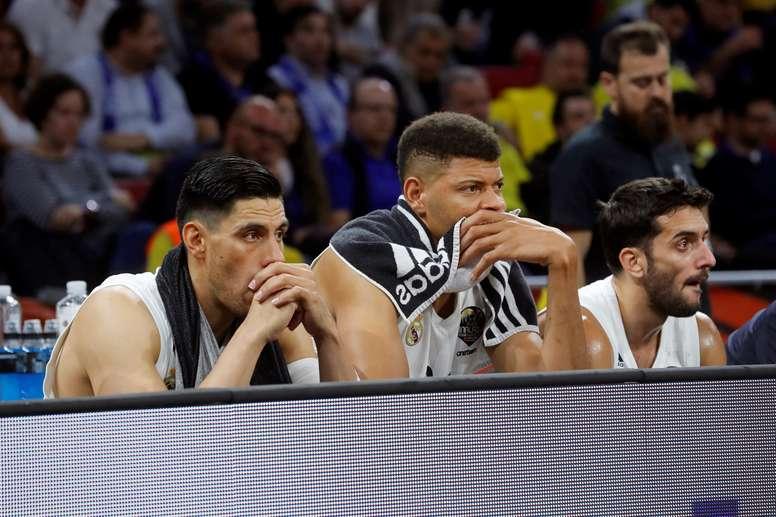- (i-d) Los jugadores del Real Madrid Gustavo Ayón, Eddy Tavares y Facundo Campazzo, en los segundos finales de la segunda semifinal de la Final a cuatro de la EuroLiga que Real Madrid y CSKA Moscú disputaron en el pabellón Fernando Buesa Arena de Vitoria. EFE